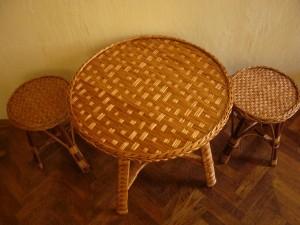sinezett-teteju-fonott-asztal-kerek
